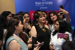 zorain-khaleeli-with-make-up-enthusiasts